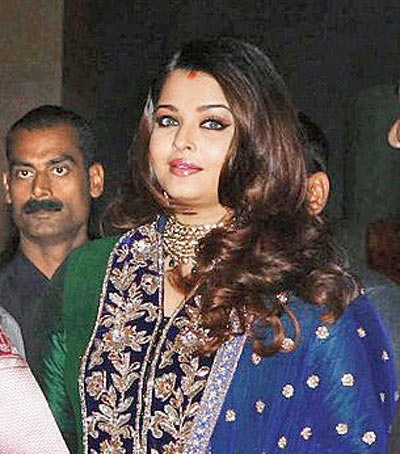 Check out Aishwarya's chubby face!