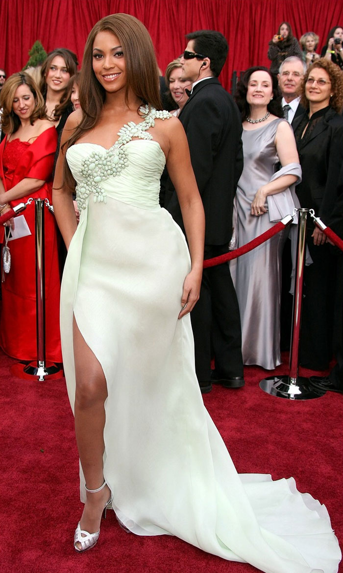 Beyonce, Armani Prive, 2007 – For once, it's not her booty that gets Beyonce the attention. In mint green Armani and simple, gorgeous hair, she's the picture of elegance