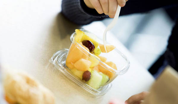 Choose snacks that are nutritious and filling. Have a piece of fresh fruit, cut raw vegetables, or a small bowl of low-fat yoghurt.