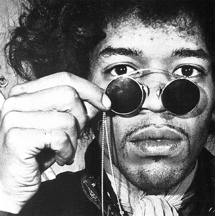 One of the greatest electric guitarists of the years gone by, Jimi Hendrix died in the early hours of September 18, 1970. After a party, Jimi was taken to his girlfriend's Notting Hill apartment, where he died in the wee hours of the morning. Cause of death: asphyxiation on vomit due to the deadly combination of wine and sleeping pills, as per the coroner's report.