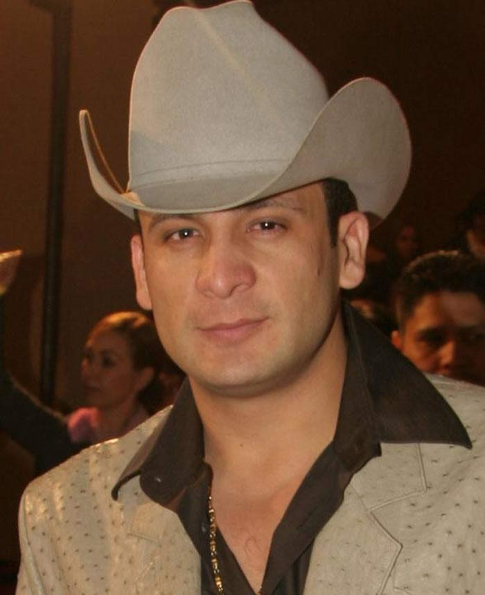 Valentín Elizalde, a popular Mexican banda singer, was gunned down in his car in November 2006, shortly after he left a concert. Along with him, his chauffeur and assistant were also killed. While rumours suggest that he had antagonized a drug trafficking ring, a result of which, he joined many other names of musicians who died at the age of 27. A year after his death, he was nominated for a Grammy.