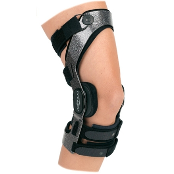Knee braces are manufactured in a range of styles and sizes.